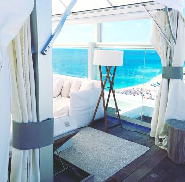 1 Hotel Lounge