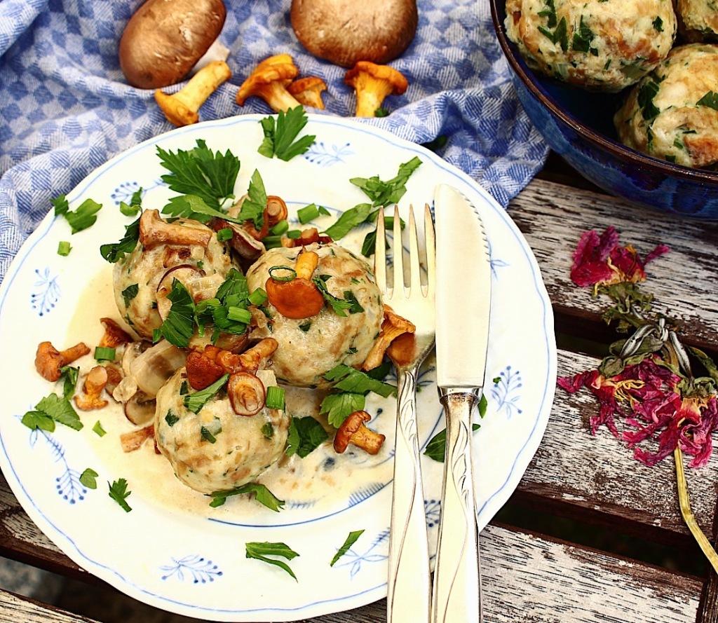 Dumplings with Mushroom-Cream Sauce