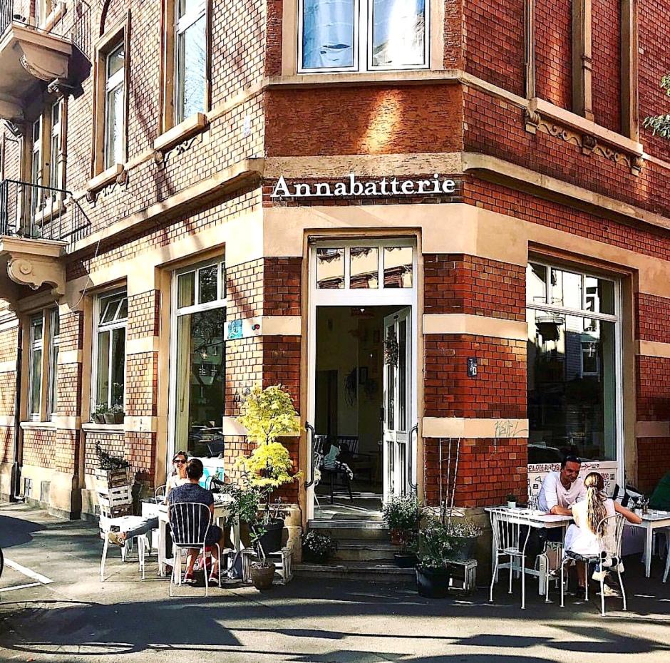 """""""Annabatterie"""" Café"""